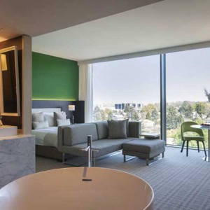 Crowne_Plaza_Geneva_Club_Suite_Summer