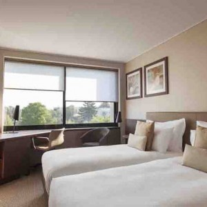 Crowne_Plaza_Geneva_Standard_Twin_Bed_Room