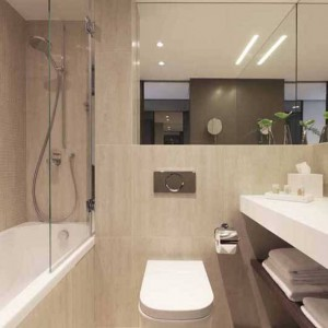 Crowne_Plaza_Geneva_Bathroom_Bath
