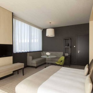 Crowne_Plaza_Geneva_King_Suite_3