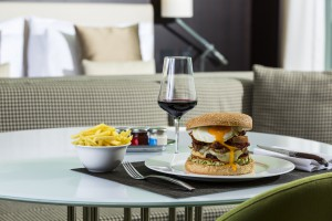Room-service-Crowne-Plaza-Geneva